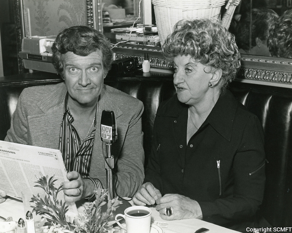 1978 Radio commentator/interviewer, Gregg Hunter is seen interviewing Hermione Gingold during his KIEV radio show at the Hollywood Brown Derby Restaurant, on Vine St.