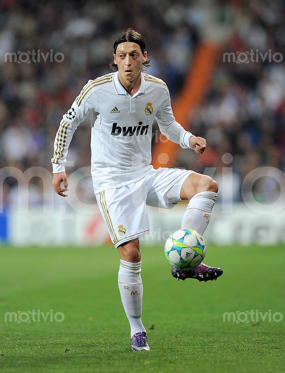 FUSSBALL   CHAMPIONS LEAGUE   SAISON 2011/2012  Achtelfinale Rueckspiel 14.03.2012 Real Madrid  - ZSKA Moskau  Mesut Oezil (Real Madrid) am Ball