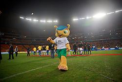 Fuleco, mascote da Copa do Mundo durante amistoso contra África do Sul, no estádio Soccer City, em Joanesburgo. FOTO: Jefferson Bernardes/ Agência Preview