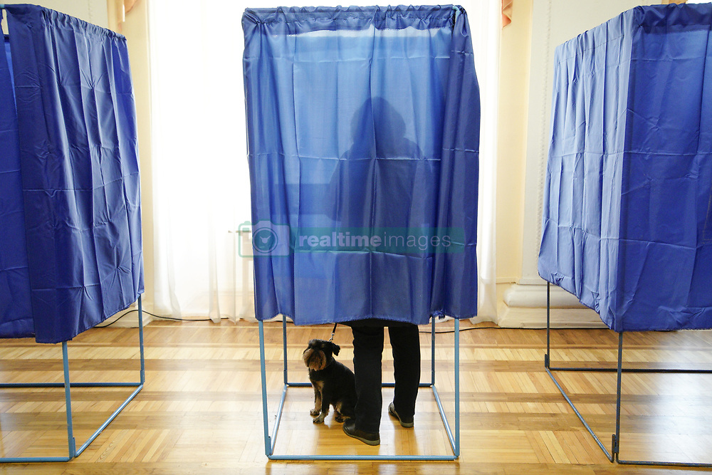 March 31, 2019 - Kiev, Ukraine - People are seen voting in the first round of the presidential elections at the Officer's Club in Kyiv, Ukraine on March 31, 2019. Winners of the first round will face off for the final election on April 21. (Credit Image: © Jaap Arriens/NurPhoto via ZUMA Press)