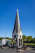 05-05-2020: Oldeholtpade, Weststellingwerf - Deze toren, afkomstig van het katholieke mannenziekenhuis Joannes de Deo in Haarlem, ligt tijdelijk bij Bouwbedrijf Kemper. De toren wordt gerenoveerd en geplaatst op het kerkgebouw in Vinkega.