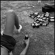 Nederland-Terschelling (FR)-17-08-1995.<br /> Camping de Appelhof, jeugd en drank.<br /> Foto: Sake Elzinga