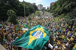 Manifestação pelo impeachment da presidente Dilma Rousseff em Porto Alegre reuniu mais de 10 mil pessoas. FOTO: Jefferson Bernardes/ Agência Preview