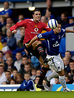 Fotball<br /> England 2005/2006<br /> Foto: SBI/Digitalsport<br /> NORWAY ONLY<br /> <br /> FA Barclays Premiership<br /> Everton v Manchester United<br /> 13th August, 2005<br /> Manchester United's John O'Shea (L) tries to hook the ball clear from Everton's Simon Davies