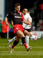 Photo: Leigh Quinnell.<br /> Luton Town v Southampton. Coca Cola Championship. 07/04/2007. Chris Makin keeps the ball under control for Southampton.