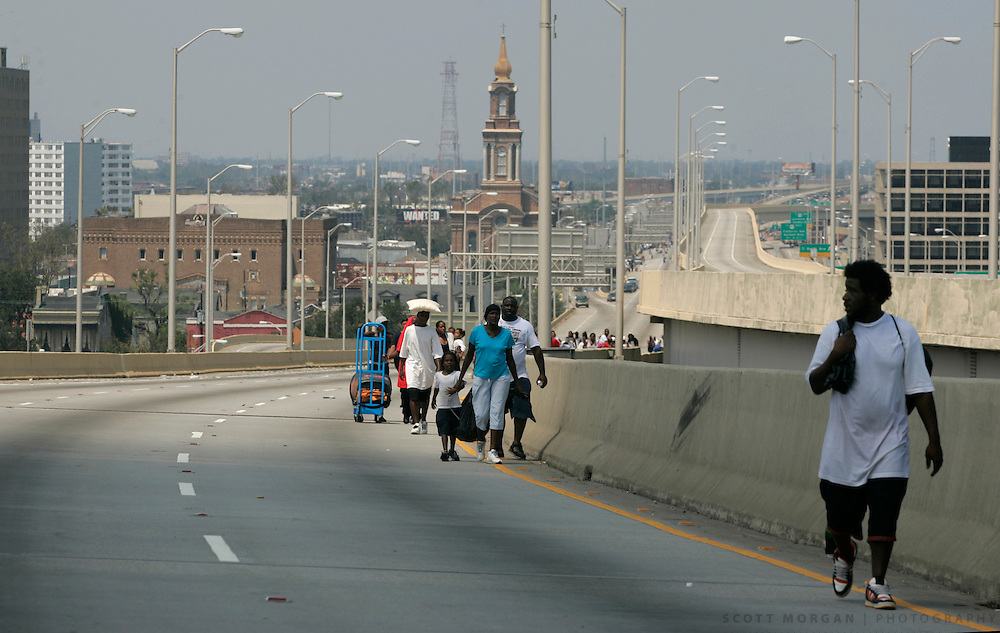 Stranded people walk south out of town on Hwy 90 Wednesday, August 31, 2005, in New Orleans, La. Scott Morgan