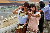 Chine, Pékin (Beijing), Cité interdite, classée Patrimoine Mondial de l' UNESCO, touristes chinois // China, Beijing, local tourist at the Forbidden City