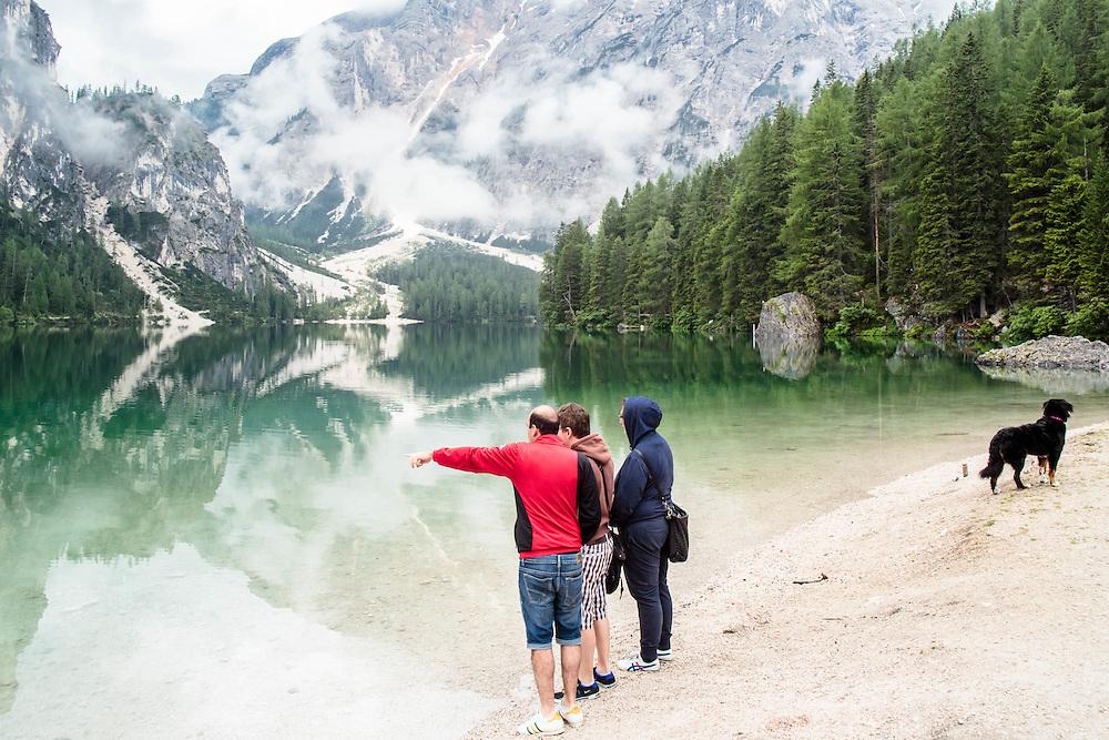 """05 JUL 2014 - Lago di Braies, Braies (BZ) -  Location della fiction """"Un passo dal cielo"""" - Turisti"""