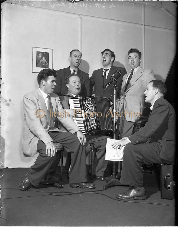 """29/08/1952<br /> 08/28/1952<br /> 29 August 1952<br /> """"Music Makers"""" recording for  United States, at Peter Hunt's studio 130 St. Stephens Green, Dublin."""