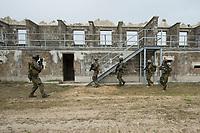 """03 APR 2012, LEHNIN/GERMANY:<br /> Kampfschwimmer der Bundeswehr trainieren """"an Land"""" infanteristische Kampf, hier Haeuserkampf- und Geiselbefreiungsszenarien auf einem Truppenuebungsplatz<br /> IMAGE: 20120403-01-120<br /> KEYWORDS: Marine, Bundesmarine, Soldat, Soldaten, Armee, Streitkraefte, Spezialkraefte, Spezialkräfte, Kommandoeinsatz, Übung, Uebung, Training, Spezialisierten Einsatzkraeften Marine, Waffentaucher"""