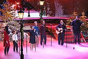 """Auftritt von Angelo Kelly & Family bei der 14. ZDF-Benefiz-Musikshow """"Die schönsten Weihnachtshits"""" mit Carmen Nebel. Live Spendengala zu Gunsten von """"Misereor"""" und """"Brot für die Welt"""". Bavaria Studios, München."""