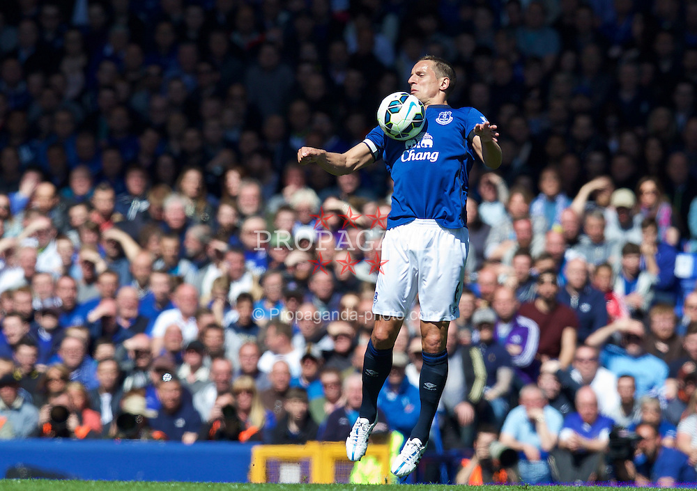 LIVERPOOL, ENGLAND - Sunday, April 26, 2015: Everton's captain Phil Jagielka in action against Manchester United during the Premier League match at Goodison Park. (Pic by David Rawcliffe/Propaganda)