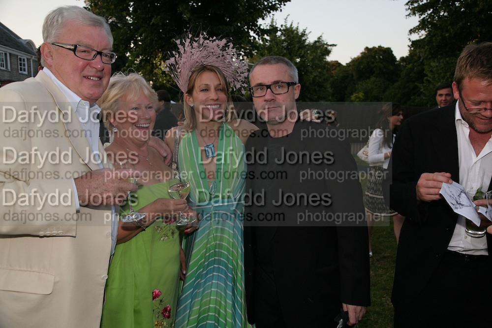 MR. AND MRS. FRANK DUNPHY, MAIA NORMAN AND DAMIEN HIRST, The Summer Party in association with Swarovski. Co-Chairs: Zaha Hadid and Dennis Hopper, Serpentine Gallery. London. 11 July 2007. <br /> -DO NOT ARCHIVE-© Copyright Photograph by Dafydd Jones. 248 Clapham Rd. London SW9 0PZ. Tel 0207 820 0771. www.dafjones.com.
