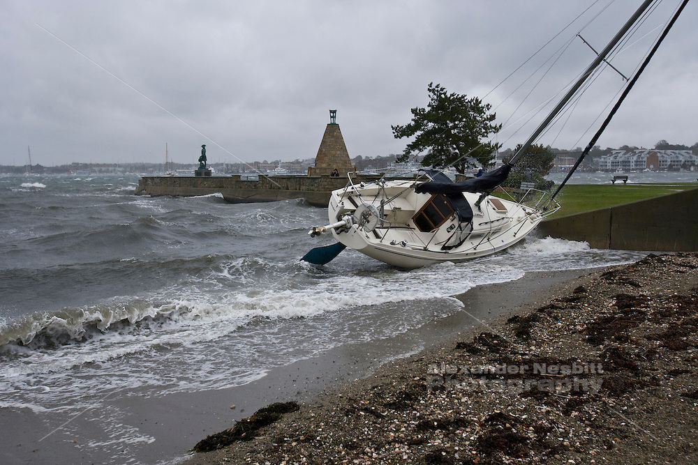 Hurricane Noel drives a yacht off it's mooring and onto Kings Beach Newport