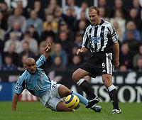 Credit: Back Page Images / Matthew Impey. Newcastle United v Fulham, FA Premiership, 7/11/2004. Alan Shearer (Newcastle) Zesh Rehman (Fulham)