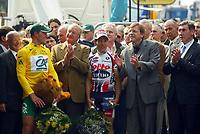 Sykkel<br /> Tour de France 2004<br /> 2. etappe<br /> 05.07.2004<br /> Foto: PhotoNews/Digitalsport<br /> NORWAY ONLY<br /> <br /> CHARLEROI - NAMUR<br /> <br /> THOR HUSHOVD - KONG ALBERT 2 - ROBBIE MC EWEN - GUY VERHOFSTADT - EDDY MERCKX