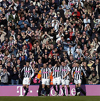 Fotball<br /> Premier League 2004/05<br /> West Bromwich v Birmingham<br /> 6. mars 2005<br /> Foto: Digitalsport<br /> NORWAY ONLY<br /> West Brom fans go wild as Kevin Campbell (C) celebrates scoring the second of his team's goals