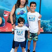 NLD/Amsterdam20160622 - Filmpremiere première van Disney Pixar's Finding Dory, Aicha Marghadi en kinderen
