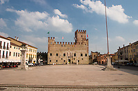 MAROSTICA (VI), CASTELLO INFERIORE E PIAZZA DEGLI SCACCHI, VENETO, ITALIA