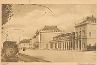 Zagreb : Državni kolodvor. <br /> <br /> Impresum[S. l. : S. n., između 1918 i 1924].<br /> Materijalni opis1 razglednica : tisak ; 8,9 x 13,9 cm.<br /> Vrstavizualna građa • razglednice<br /> ZbirkaZbirka razglednica • Grafička zbirka NSK<br /> Formatimage/jpeg<br /> PredmetZagreb –– Trg kralja Tomislava<br /> SignaturaRZG-TOM-51<br /> Obuhvat(vremenski)20. stoljeće<br /> NapomenaRazglednica nije putovala.<br /> PravaJavno dobro<br /> Identifikatori000953711<br /> NBN.HRNBN: urn:nbn:hr:238:433445 <br /> <br /> Izvor: Digitalne zbirke Nacionalne i sveučilišne knjižnice u Zagrebu