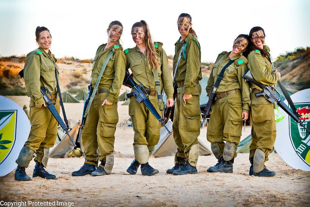 Israeli women serving in the IDF on a field week. Photography by Debbie Zimelman