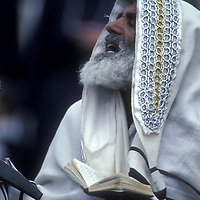 Israel, Jerusalem, Jewish Rabbi celebrates Passover at Western Wall
