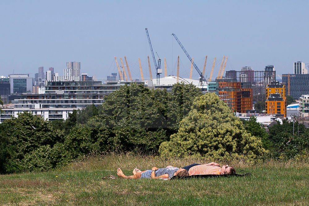 © Licensed to London News Pictures. 27/06/2019. London, UK. A couple enjoy the sunny weather in Greenwich Park. Temperatures are set to rise to 24 degrees later this afternoon . Photo credit: George Cracknell Wright/LNP
