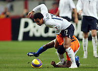 Photo: Paul Thomas.<br /> Holland v England. International Friendly. 15/11/2006.<br /> <br /> Kieran Richardson (White) of England is all over Kew Jaliens.