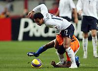 Photo: Paul Thomas.<br /> Holland v England. International Friendly. 15/11/2006.<br /> <br /> Kieran Richardson (White) of England is all over Kew Jaliens.