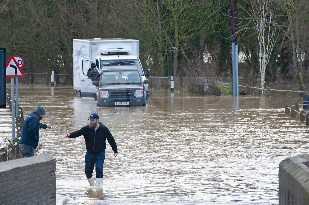 ©Licensed to London News Pictures 21/12/2019. <br /> Yalding ,UK.  Flood water 3ft high in parts on the Lees Road, Yalding as men in a black Land Rover try to recover a white van from the water.  The River Medway in Yalding, Kent has bursts its banks causing severe flooding to the village.   Photo credit: Grant Falvey/LNP