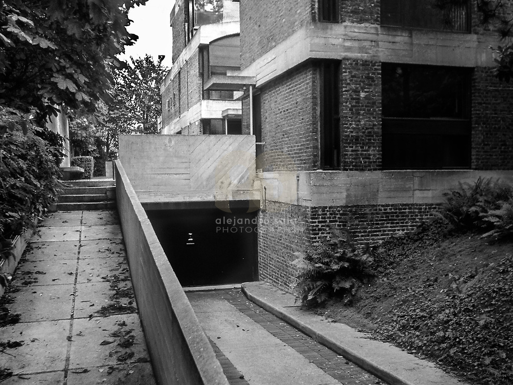 Paris, France, 2002 : Jaoul house (1952) at 82 bis, rue de Longchamp- Le Corbusier arch - Signed and editioned prints available at 50x40cm. Get and touch, for commercial uses or other sizes. Photographs by Alejandro Sala, (Historical archive AS)