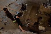 Matozinhos_MG, Brasil...Trabalho arqueologico na Lapa do Santo dentro da area de protecao ambiental (APA) Carste de Lagoa Santa...Archaeological work in the Lapa do Santo inside the Environmental Protection Area Carste Lagoa Santa...Foto: MARCUS DESIMONI / NITRO