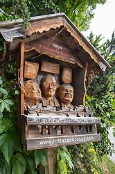 """THEMENBILD - Eine Gedenkskulptur aus Holz aufgenommen am Freitag, 19. Juli 2019, in Alpbach. Das Europäische Forum Alpbach steht heuer unter dem Motto """"Freiheit und Sicherheit"""" und findet von 14. bis 30. August statt // A memorial sculpture made of wood on Friday, July 19, 2019, in Alpbach. This year, the European Forum Alpbach will be held under the motto """"Freedom and Security"""" and will take place from 14 to 30 August. EXPA Pictures © 2019, PhotoCredit: EXPA/ Johann Groder"""