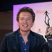 NLD/Amsterdam/20140303 - Uitreiking TV Beelden 2014, Robert ten Brink met zij Award
