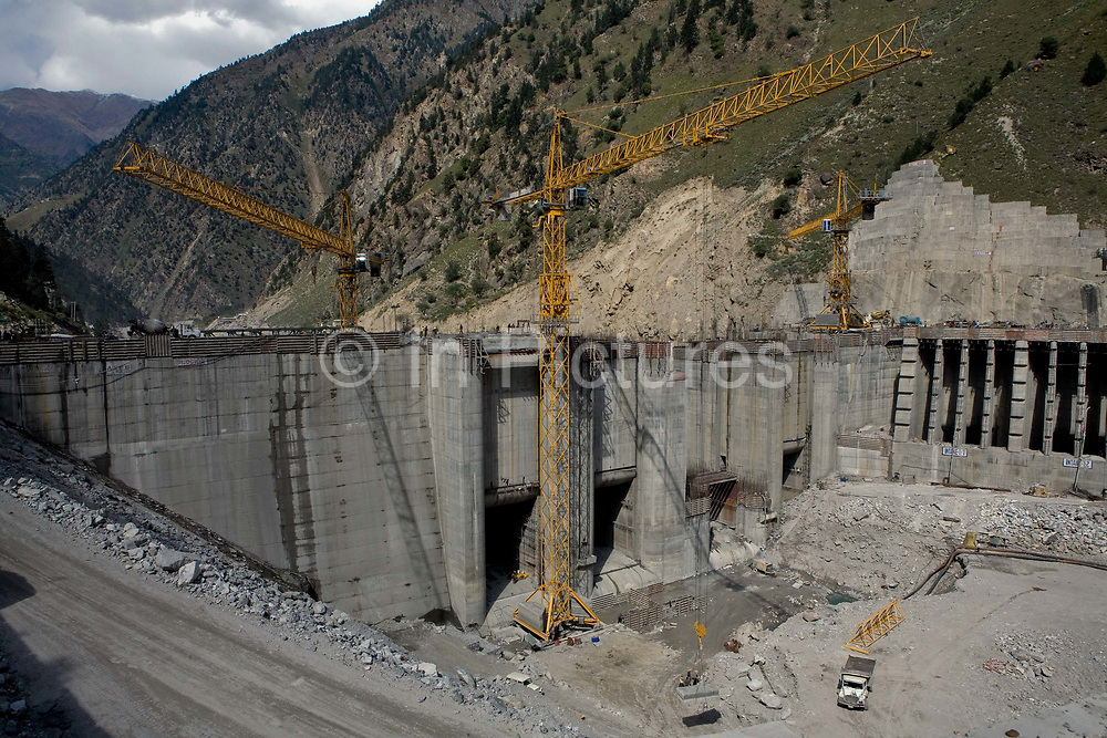 Construction of the Karcham Wangtoo Hydroelectric Plant on the Sutlej river in Kinnaur, 19th October 2009, Himachal Pradesh, India. The dam is a 1,000 megawatt dam is owned by JSW group.