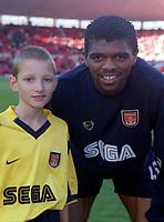 Kanu with the Arsenal mascot. Middlesbrough 0:1 Arsenal. F.A.Carling Premiership, 4/11/2000. Credit: Colorsport / Stuart MacFarlane.