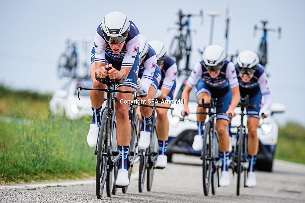 CORDON-RAGOT Audrey ( FRA ) - VAN DIJK Ellen ( NED ) - WILES Tayler ( USA ) - WINDER Ruth ( USA ) – LONGO BORGHINI Elisa ( ITA ) - WILES Tayler ( USA ) - DEIGNAN Elizabeth ( GBR ) - TREK - Segafredo ( TFS ) - USA – Querformat - quer - horizontal - Landscape - Event/Veranstaltung: Giro Rosa Iccrea - 1. Stage - Category/Kategorie: Cycling - Road Cycling - Cycling Tour - Elite Women - Location/Ort: Europe – Italy - Start: Grosseto - Finish: Grosseto - Discipline: Cycling - Road Cycling - Cycling Tour - Team Time Trail ( TTT ) - Distance: 16,8 km - Date/Datum: 11.09.2020 – Friday - Photographer: © Arne Mill - frontalvision.com
