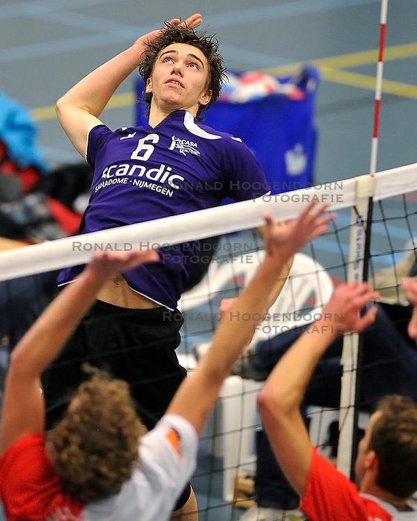 18-02-2012 VOLLEYBAL: TAUW GEMINI S - VOCASA: HILVERSUM<br /> B League heren, VoCASA wint vrij eenvoudig in Hilversum 22-25, 20-25, 22-25 / Arjan Roelofs<br /> ©2012-FotoHoogendoorn.nl