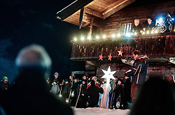 "THEMENBILD - traditionelles Christbaumsingen der Chorgemeinschaft, Bläser, Anglöckler, aufgenommen am 23. Dezember 2017 in Kaprun, Österreich // traditional Christmas tree singing of the choir, the ""Anglöckler"" and other instruments at the Meixnerhaus in Kaprun, Austria on 2017/12/23. EXPA Pictures © 2017, PhotoCredit: EXPA/ JFK"