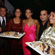 Premiere Shouf Shouf Habibi, Touriya Haoud snoept van Marokkaanse snoepjes