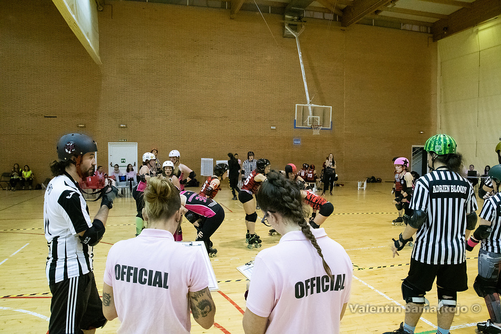 Madrid, Spain. 1st December, 2018. Non Skating Officials (NSO), referees and players of Roller Derby Madrid B and Lisboa Troopers Roller Derby just before the start of a jam. © Valentin Sama-Rojo