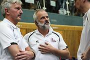 Volleyball: 1. Bundesliga, SVG Lueneburg - VSG Coburg / Grub, Lueneburg, 10.02.2016<br /> Sportlicher Leiter Bernd Schlesinger (m.) und Trainer Stefan Huebner (Lüneburg, r.)<br /> © Torsten Helmke