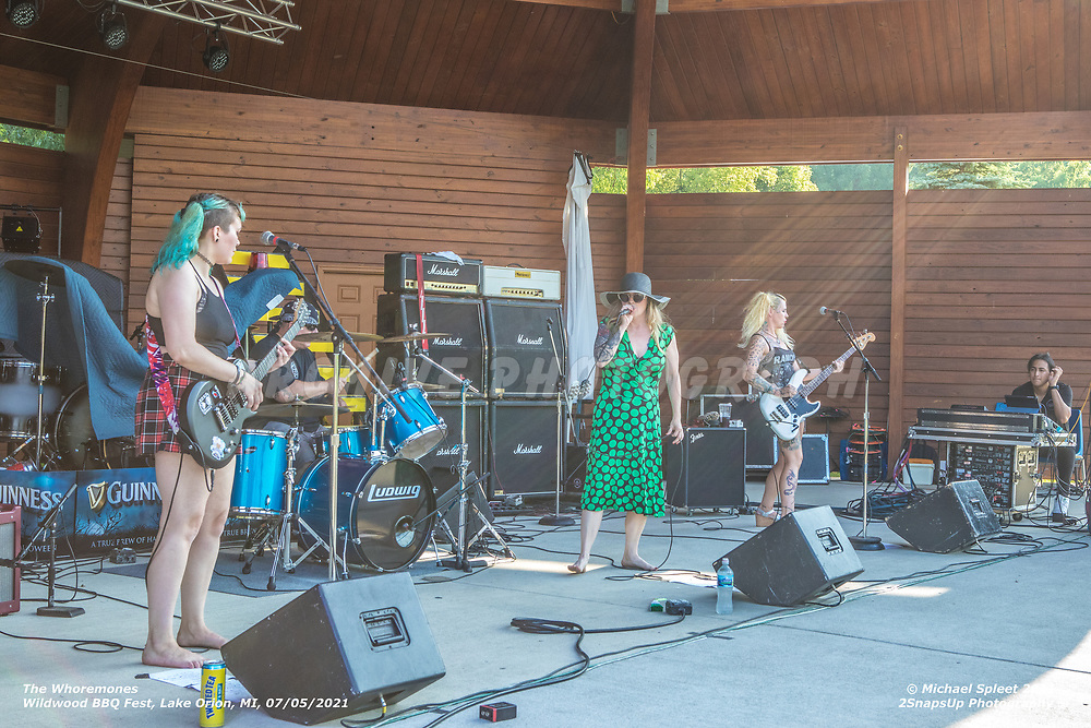 The Whoremones, Alayna Ill, Keith Lutz, Jessica Zachary, Colleen Caffeine at Wildwood Amphitheater, Lake Orion, MI, 07/05/2021.  (Image Credit: Michael Spleet / 2SnapsUp Photography)