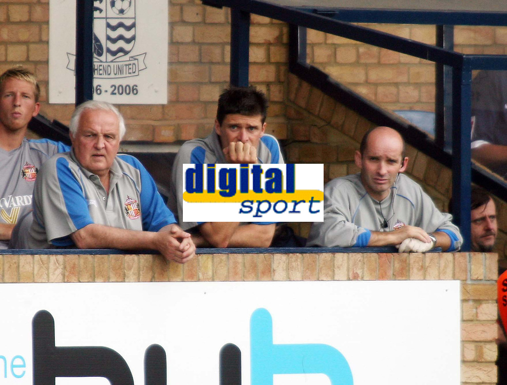 Photo: Chris Ratcliffe.<br />Southend United v Sunderland. Coca Cola Championship. 19/08/2006.<br />Niall Quinn (C), manager of Sunderland with his assistants.