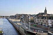Nederland, Nijmegen, 15-3-2012De Waalkade , bescherming tegen hoogwater van de Waal langs de stad Nijmegen. Onlangs is duidelijk geworden dat de damwand die de kade op zijn plaats houdt verzakt en gevaarlijk geworden is.Foto: Flip Franssen/Hollandse Hoogte