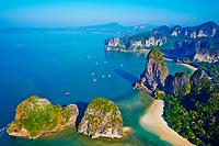 Thailande, province de Krabi, peninsule de Railay, plage de Hat Tham Phra Nang // Thailand, Krabi province, Railay beach, Hat Tham Phra Nang beach