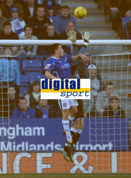 Photo: Glyn Thomas.<br />Leicester City v Cardiff City. Coca Cola Championship. 21/01/2006.<br />Leicester's Matty Fryatt (L) equalises on his debut for the club.