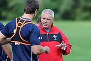 Wales head coach Warren Gatland (r) talks to Sam Warburton. . Wales rugby team training ahead of their next international, pre world cup game against England. the team training at the Vale, near Cardiff  on Tuesday 9th August 2011. Pic By Andrew Orchard, Andrew Orchard sports photography,