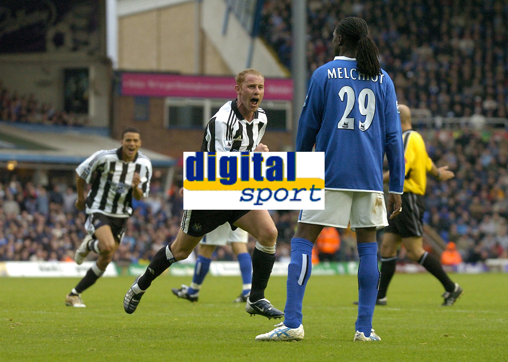 Fotball<br /> Premier League 2004/05<br /> Birmingham v Newcastle<br /> 3. oktober 2004<br /> Foto: Digitalsport<br /> NORWAY ONLY<br /> Newcastle's Nicky Butt (C) wheels away in delight after scoring his side's equaliser