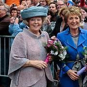 NLD/Middelburg/20100430 -  Koninginnedag 2010, Beatrix en haar zus Margriet